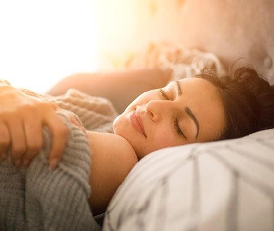 What are the symptoms of sleep apnea in women?